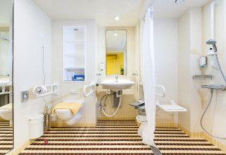 aida behindertenfreundliche behindertengerechte kabinen. Black Bedroom Furniture Sets. Home Design Ideas
